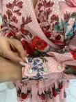 Sukienka w róże i kropeczki różowa Angelia 93 - photo #3