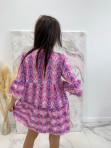 Sukienka w łatki z dekoltem V różowa we wzory Pongo 02 - photo #3