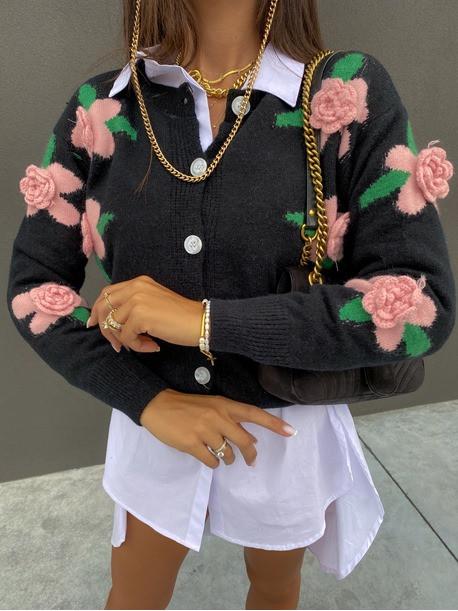 Sweter z rózami 3D na guziki czarny Azandia 09