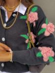 Sweter z rózami 3D na guziki czarny Azandia 09 - photo #2