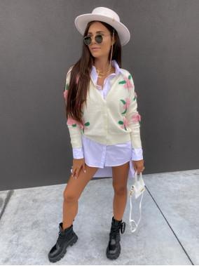 Sweter z rózami 3D na guziki kremowy Azandia 09