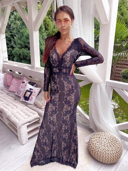 Sukienki z dekoltem